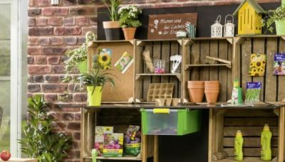 Jak z beden na ovoce vyrobit zahradní pracovní stůl