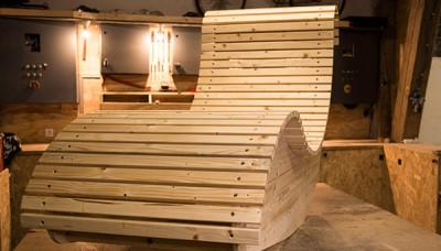Vyrobte si ze dřeva relaxační zahradní lehátko
