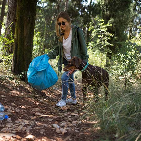 Odnášejte si odpadky z lesa
